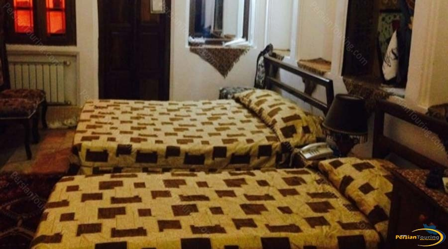 traditional-hotel-yazd-triple-room-2