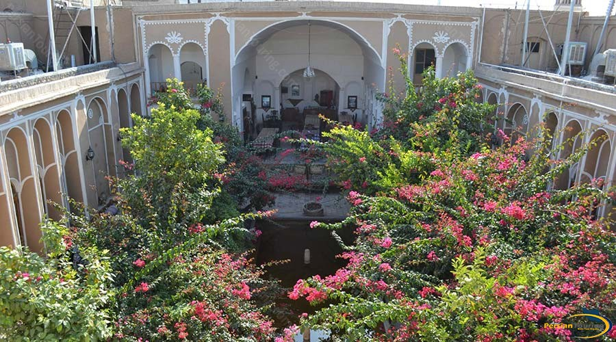 traditional-kohan-hotel-yazd-yard-4