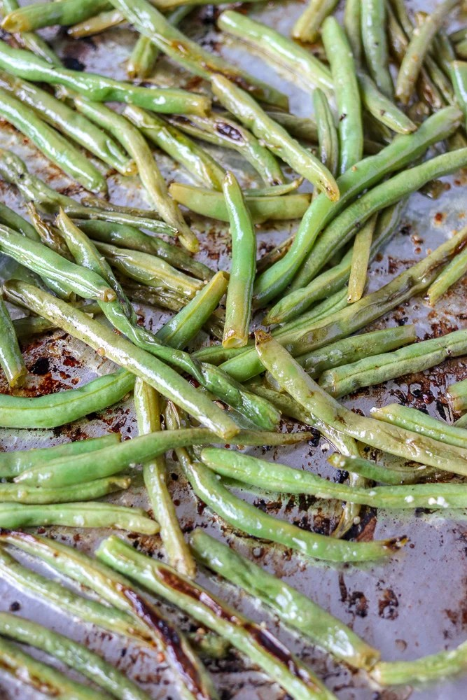oven roasted garlic green beans on baking sheet