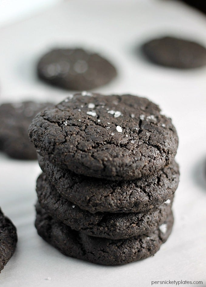 These simple Dark Chocolate Salted Cookies are easy to make (no mixer needed!) and have the rich chocolaty taste of an Oreo. | Persnickety Plates