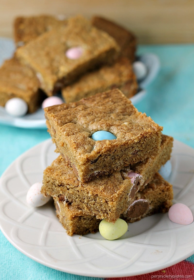 Cadbury Mini Eggs Cookie Bars will be your new favorite Easter dessert! These quick bar cookies is perfect for large crowds or any family gathering. A quick and easy treat that is sure to please everyone.