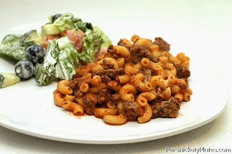 Goulash - cavatappi combined with pasta sauce, ground beef, and cheese in this comforting & quick dish | Persnickety Plates
