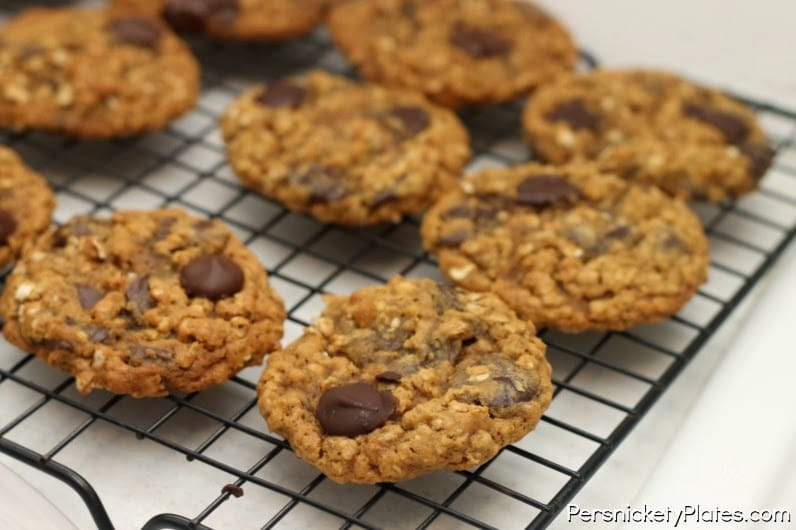 oatmeal-molasses-chocolate-chip-cookies2