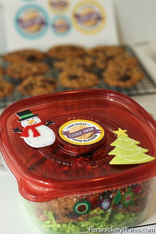 Oatmeal Molasses Chocolate Chip Cookies #fbcookieswap | Persnickety Plates