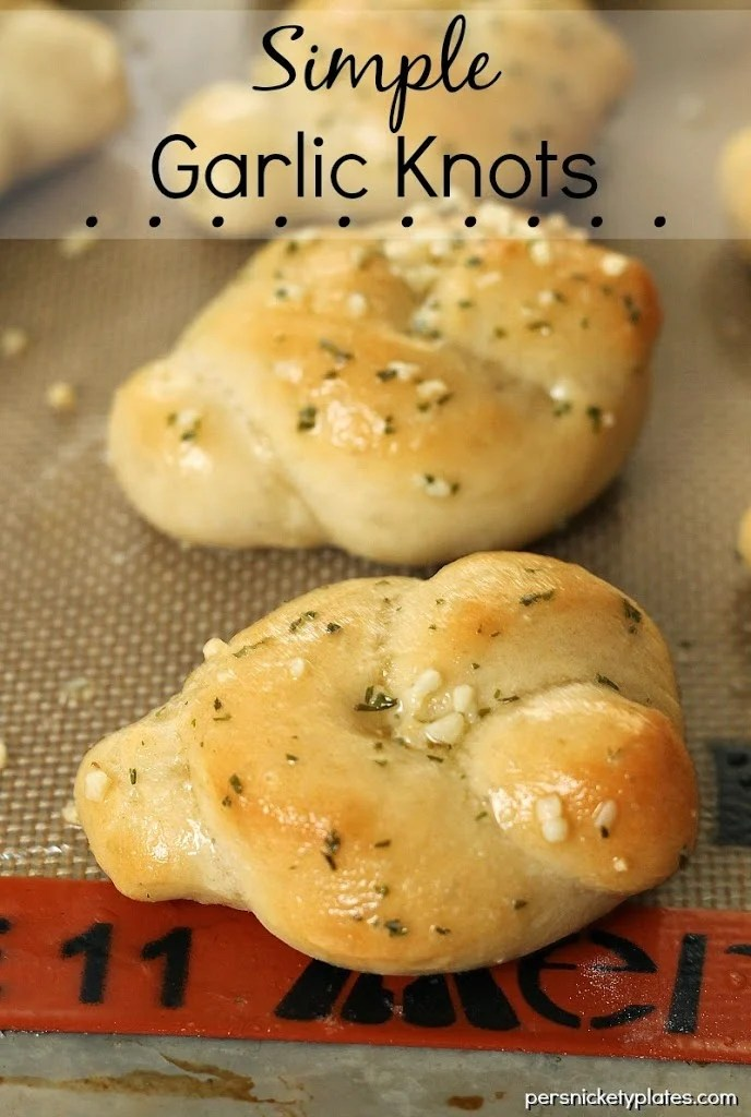 Simple Garlic Knots | Persnickety Plates