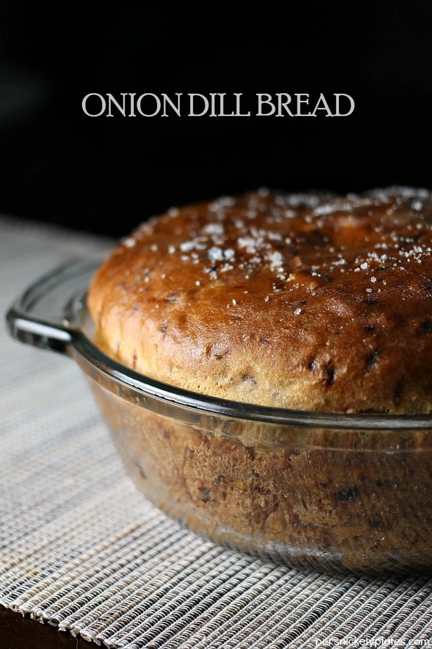 Onion Dill Bread is a simple bread recipe passed down from my great grandma. It pairs perfectly with soups & stews! | Persnickety Plates via @pplates