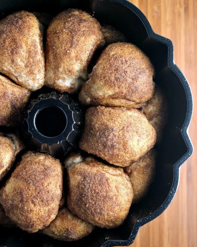 Chocolate Stuffed Cinnamon & Sugar Pull-Apart Bread - a long title for a simple & delicious recipe that only takes 5 ingredients and about 30 minutes to put together.   Persnickety Plates
