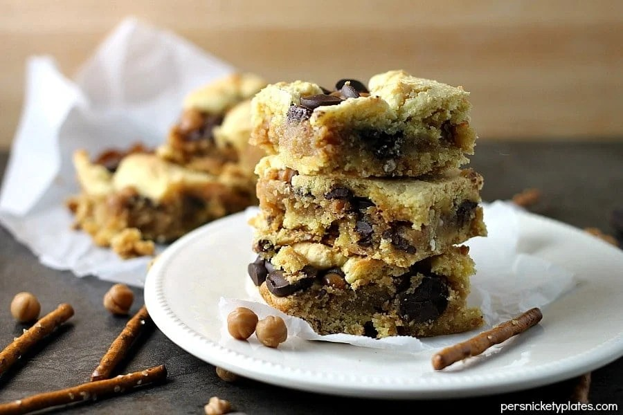 Take 5 Bars are my favorite lately and these cake mix cookie bars have all the Take Five flavors - pretzel, caramel, peanut butter, and chocolate! | Persnickety Plates