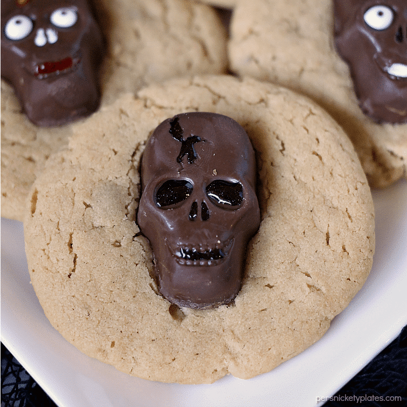peanut butter cookie topped with butterfinger skull