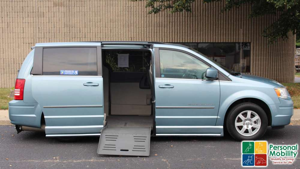 medium resolution of 2010 chrysler town and country