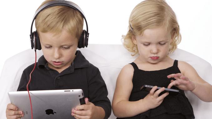 Bambini e adolescenza: la dipendenza dalla tecnologia può rivelarsi davvero dannosa