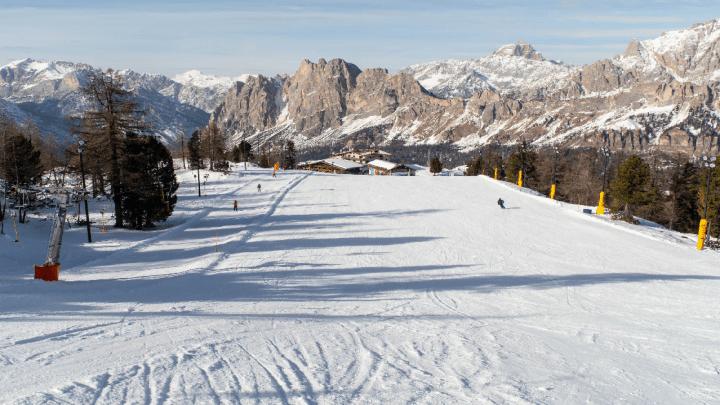 Cortina D'Ampezzo: si scia sulle piste del Faloria fino al 1° maggio