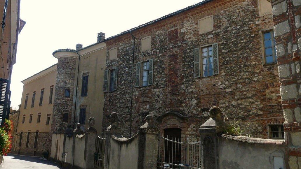 """Nel Monferrato il borgo degli affascinanti """"Infernot"""": Cella Monte"""