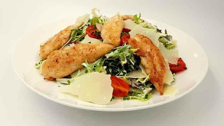 La Caesar Salad, un'insalata americana che parte dal Lago Maggiore