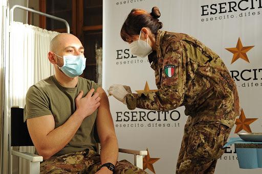 I medici chiedono l'ausilio delle Forze Armate per distribuire le dosi