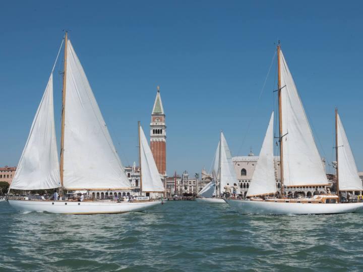 Il fascino intramontabile delle barche d'epoca torna a Venezia