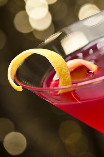 Pin this recipe to go alcohol free so you don't gain weight; learn how to make this yummy cosmopolitan for your next cocktail hour.