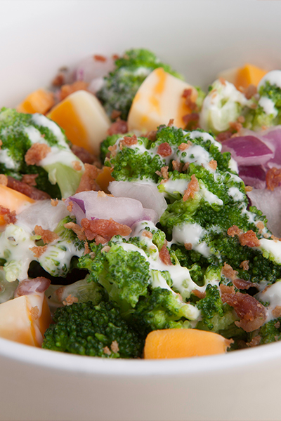 Pin it for the best and most delicious weight loss program is Personal Trainer Food; you can eat yummy things like Bacon and Ranch Broccoli Salad.