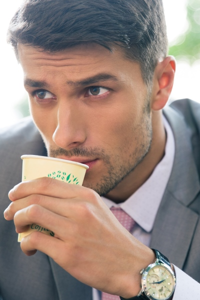 Pin this to find out how this healthy guy sips coffee to kill cravings and burn fat more efficiently with Personal Trainer Food.