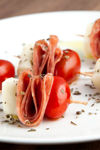 Pin these mouthwatering salami caprese bites that can help you lose weight, find out how with Personal Trainer Food today!