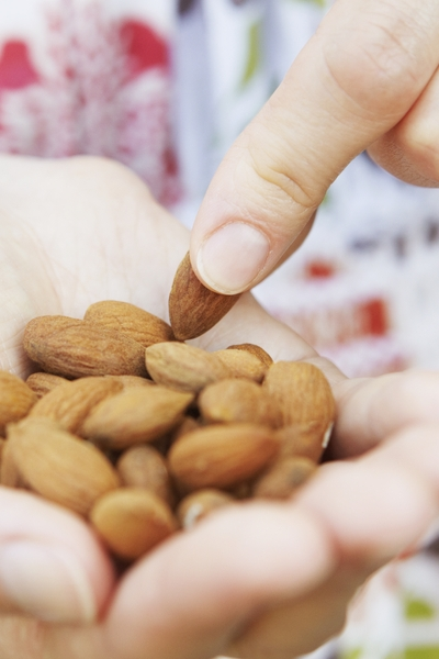 Pin this: Almonds are great low-carb snacks, but we also have 50+ more delicious snack ideas to help you lose weight now with this list from Personal Trainer Food.