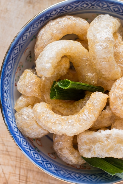 Pin this now for diet inspiration: Can you have pork rinds on a low carb diet? Find out, and learn some delicious snack recipe ideas now from Personal Trainer Food.