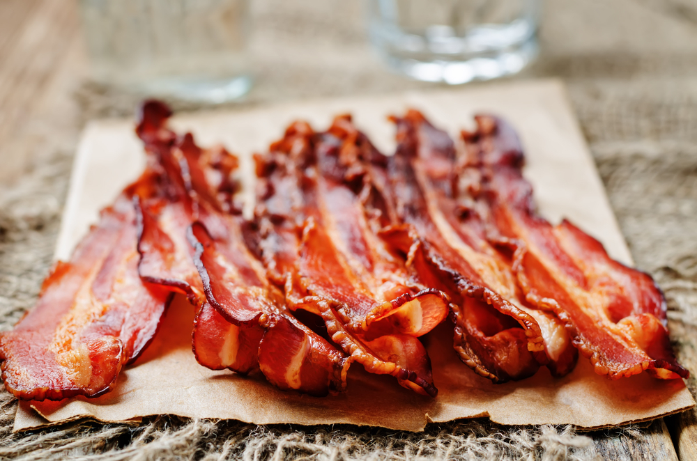Did you know that you can eat bacon and still lose weight? Check out these delicious weight loss snacks that are easy to prepare and easy on your waist from Personal Trainer Food.