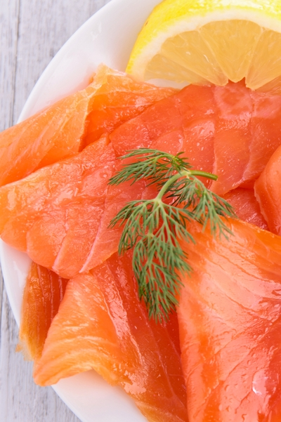 Pin this now for superfood weight loss recipes: Here's a super heart healthy omega-3 fat and low-carb snack idea that will help you lose weight using salmon from Personal Trainer Food.