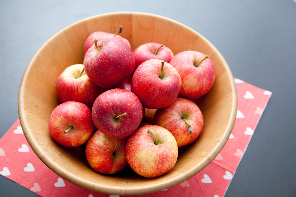 Try some sweet baked cinnamon apples as a special sugar-free treat for your sweetheart!