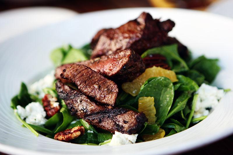 spinach salad with steak