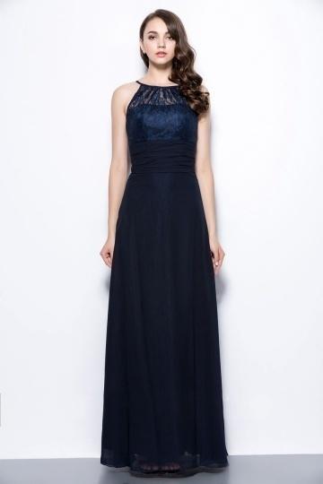 chic-robe-longue-bleu-marine-a-haut-dentelle