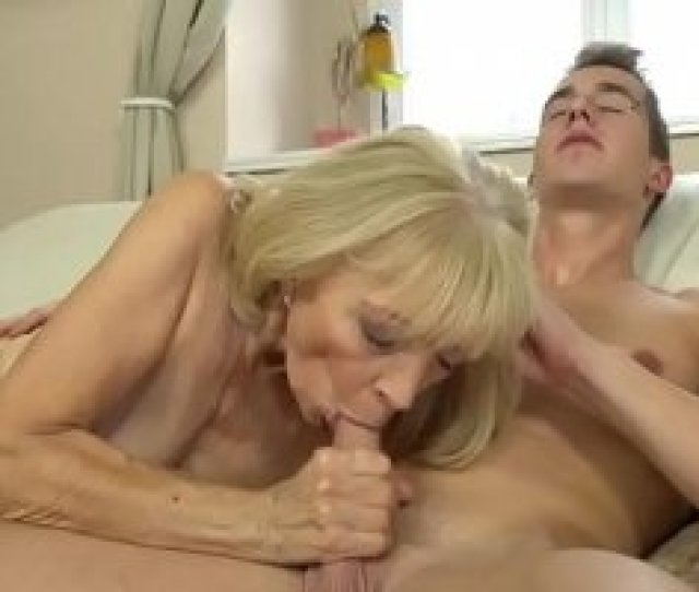 Porno Gratis Old Lady Enjoys Deep Fuck With Her Younger Lover