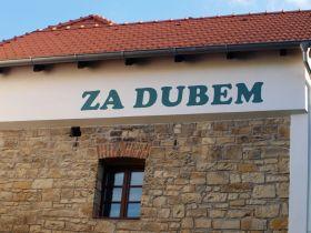 Ubytování Za Dubem, Peruc