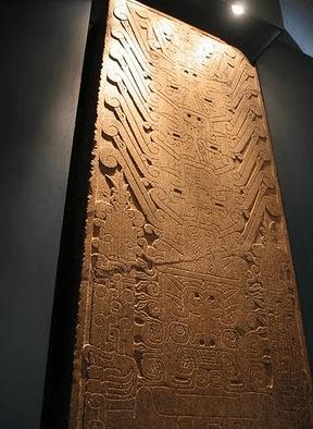Saba que la Estela de Chavn de Huntar fue usada como mesa