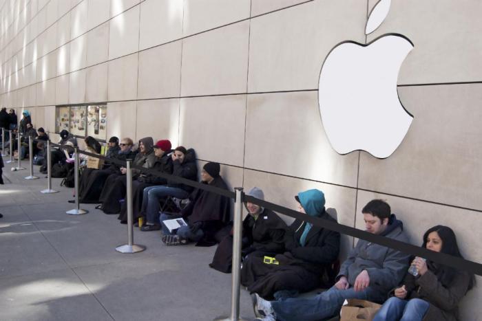 Las colas en los Apple Store para hacerse con un iPhone X superan lo imaginado