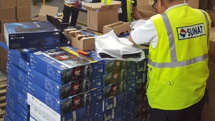 SUNAT detiene un enorme cargamento de videojuegos que debían ser tubos de luz