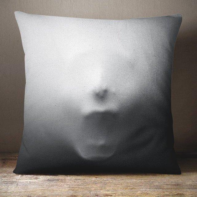 screaming face pillow petagadget