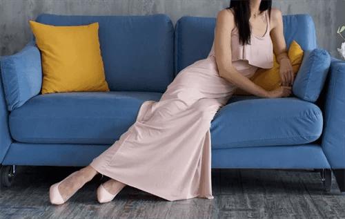 ロングドレスの女性