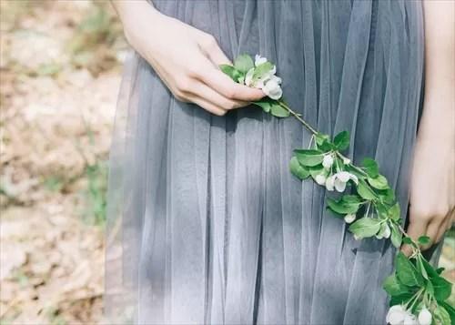 チュールのドレスを着た女性