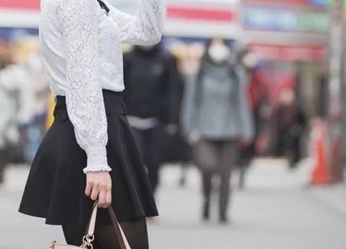 渋谷を歩く女性