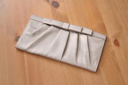 結婚式用のクラッチバッグ