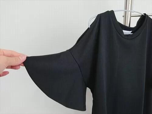 エアークローゼットから届いたアイテム(黒のトップス袖アップ)
