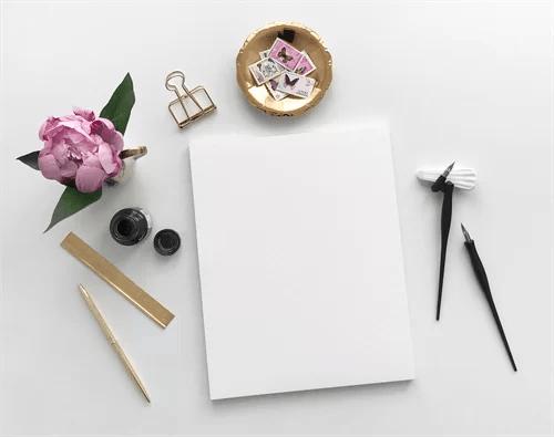 紙とデコレ―ションパーツ