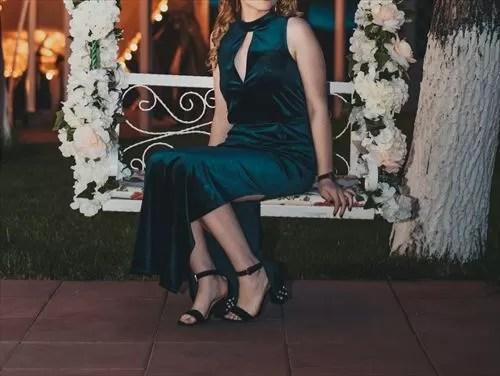 ドレスの女性の画像