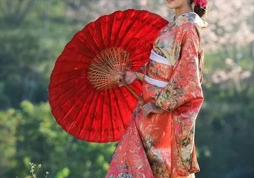赤い着物の女性