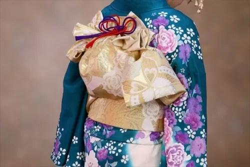 帯の華やかな着物