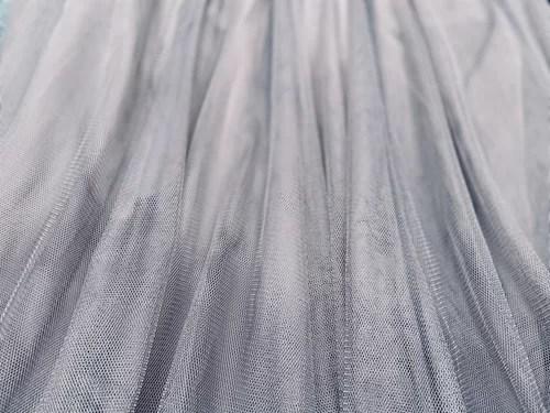 グレーのチュールスカート