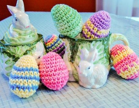 Easter Eggs Crochet Pattern   www.petalstopicots.com