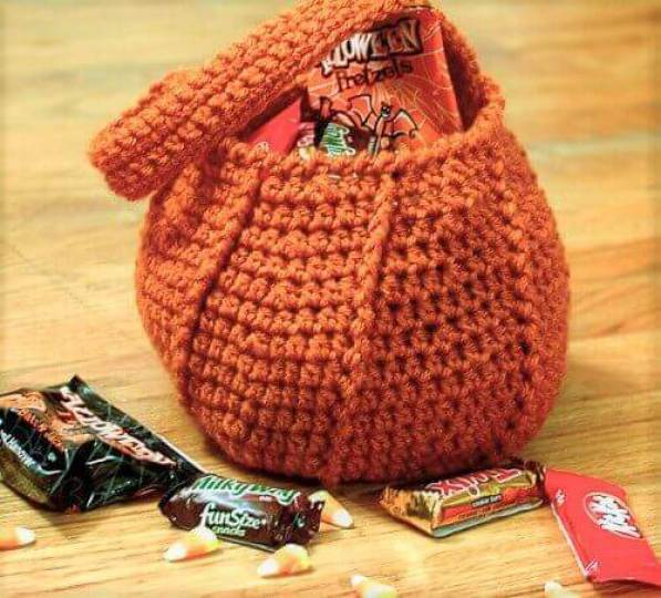 Pumpkin Trick or Treat Bag Crochet Pattern | www.petalstopicots.com