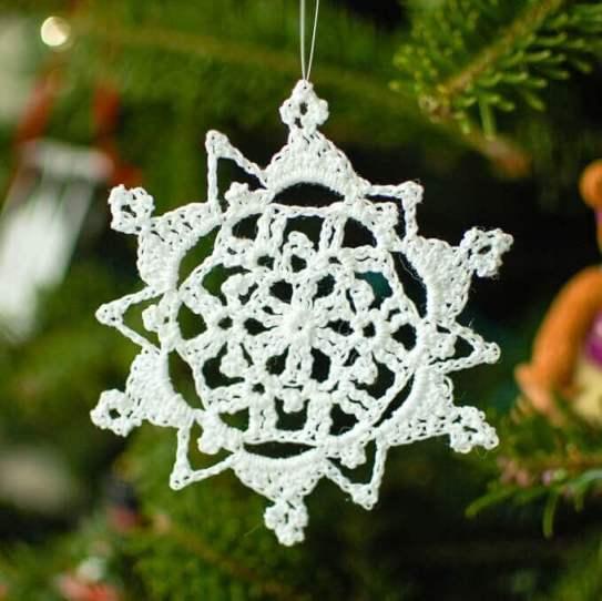 Pretty Picot Snowflake Pattern | www.petalstopicots.com | #crochet